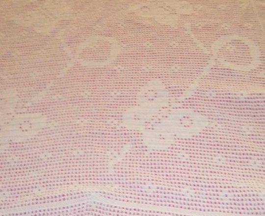 Crochet filet baby blanket with flying butterflies by Facebook Fan Maria Rosaria Notari (1)